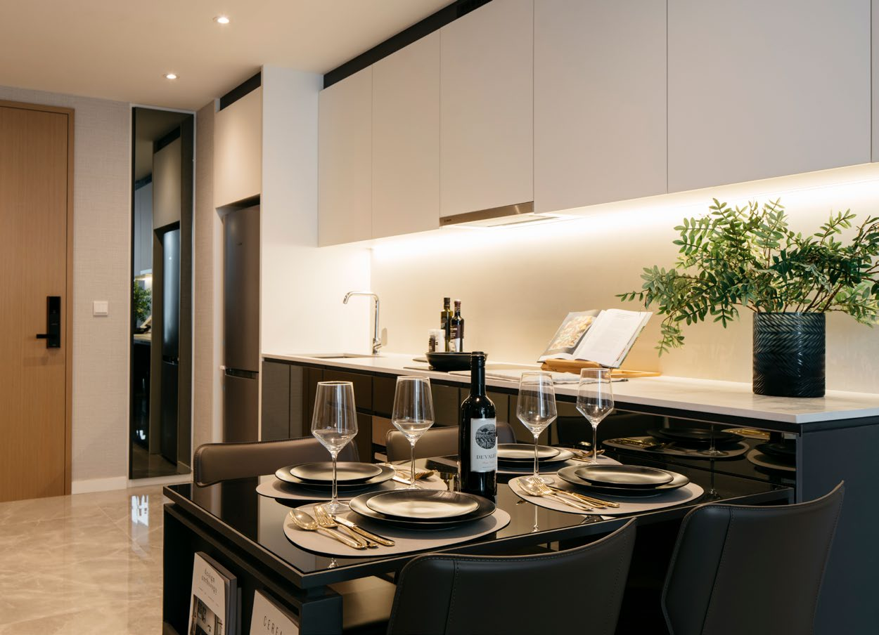 The Essence Showflat . Dining Area
